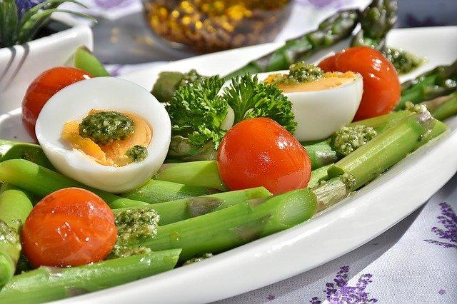 Lekkie dania i inne najważniejsze zasady zdrowego żywienia