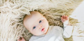 Kiedy i jak przewijać noworodka?